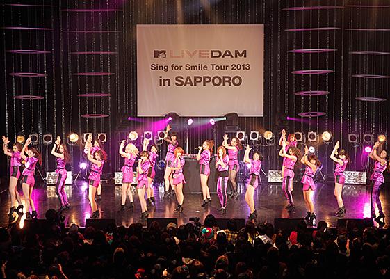 E-girlsの迫力ある歌とダンス!