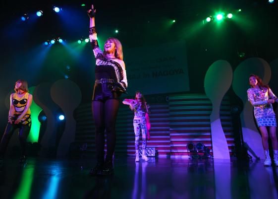 2NE1のダンスパフォーマンス